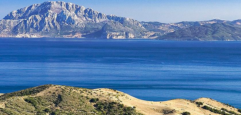 Vista del Estrecho desde la orilla norte (© Curro Cassillas)